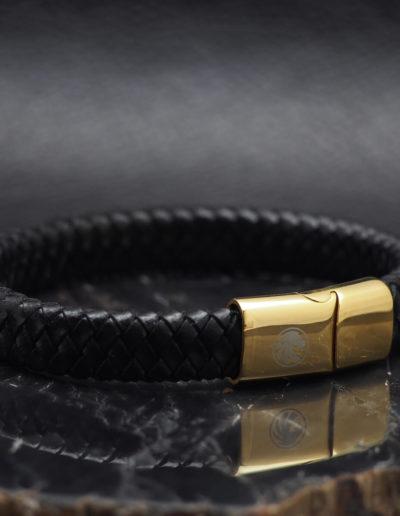 BRAVE-fekete-széles-fonott-bőr-férfi-karkötő-arany-csat (2)