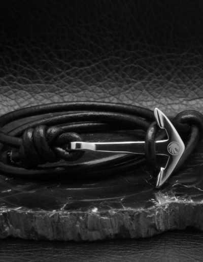 BRAVE-acél-horgony-karkötő-fekete-bőr-2